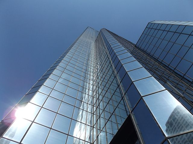 glass windowed sky scraper building